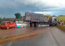 Grave acidente envolvendo três veículos é registrado na BR-354 em Guarda dos Ferreiros