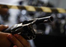 Para pressionar governo, deputados adiam votação de posse e porte de armas