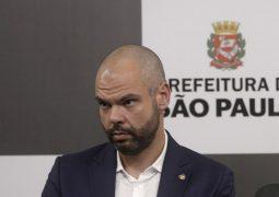 De hospital, Covas diz que não vai deixar São Paulo em 2º plano; assista