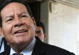 """""""Não dá para derrubar o governo, mas perturba"""", diz Mourão sobre caso Marielle"""