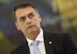 Ainda não é possível saber origem do vazamento de óleo, diz Bolsonaro