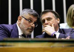 """Frota diz que Bolsonaro afirmou que quer """"continuar transando"""" com ele; assista"""