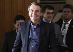 """Sou menina bonita sem namorado"" diz Bolsonaro sobre novo partido"