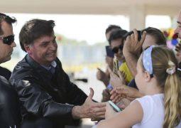 """Bolsonaro: fala de Eduardo sobre AI-5 foi """"comparação hipotética"""" com o Chile"""